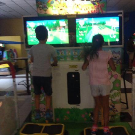 Hop Dino Road: saltare
